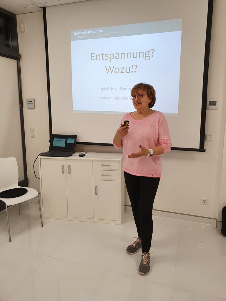 Foto: Gabriele Willems im Seminarbereich